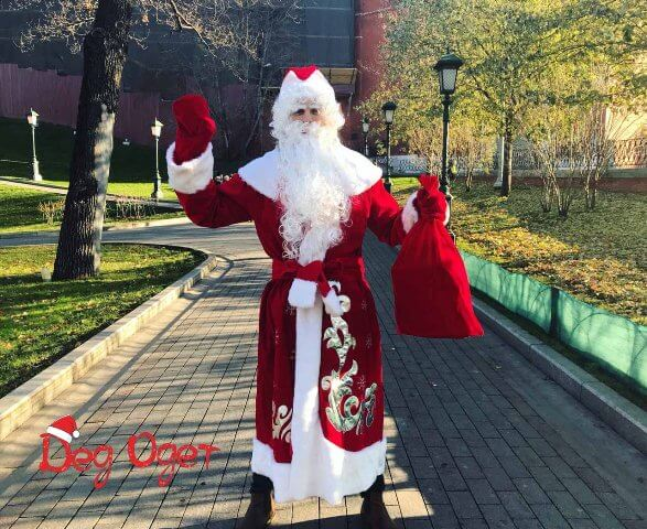 Дедушка Мороз на улице.